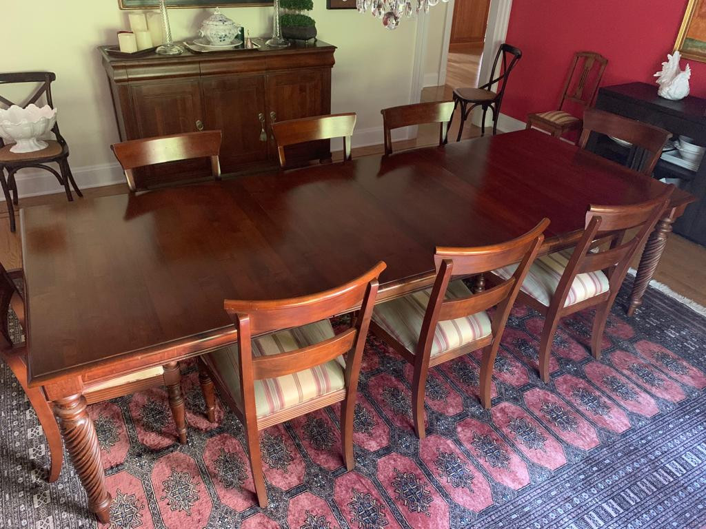 Ethan Allen Dining Table w/ 8 Chairs