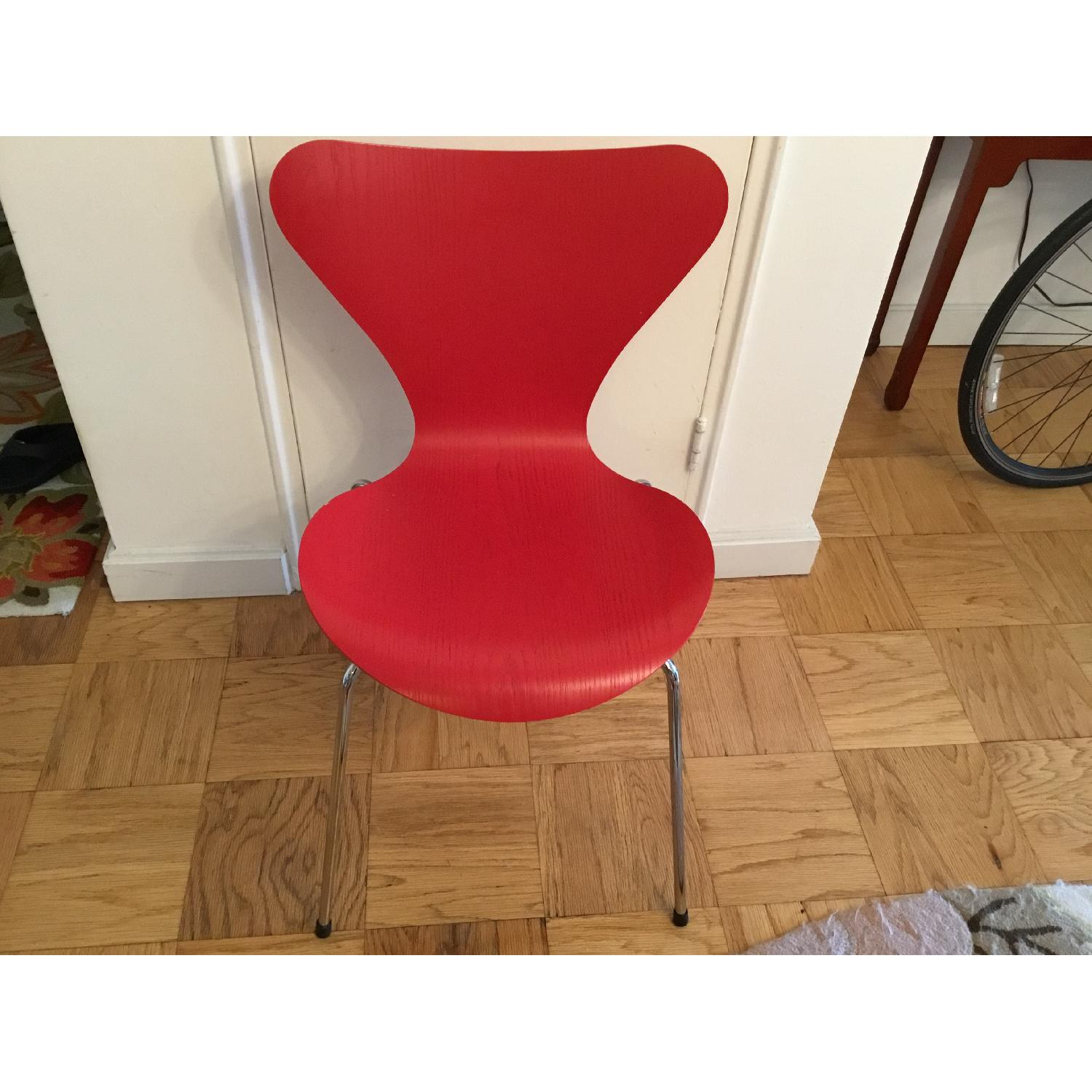 Arne Jacobsen Series 7 3107 Chair in Red Colored Ash