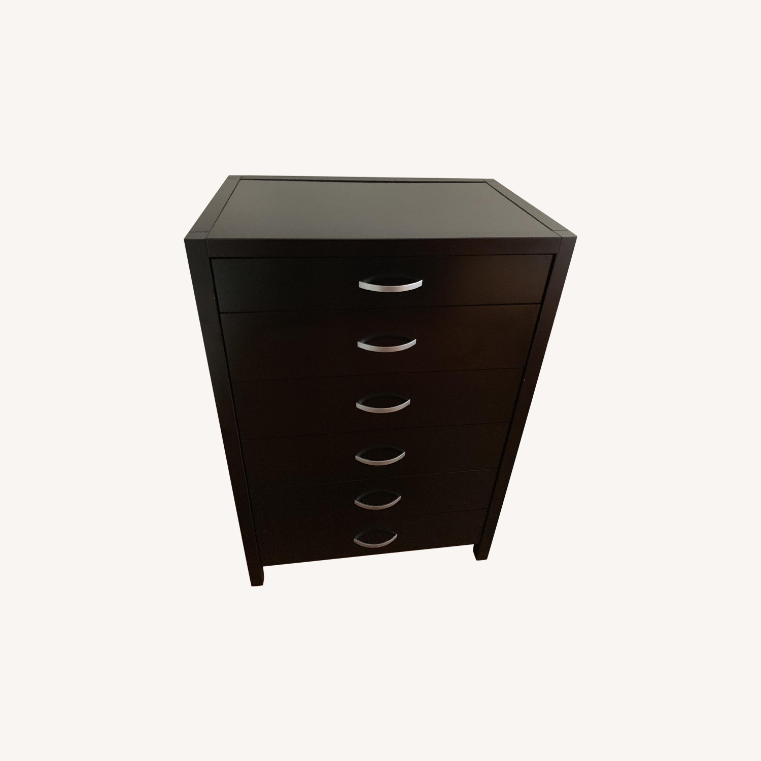 Dresser- almost new condition, spacious drawers