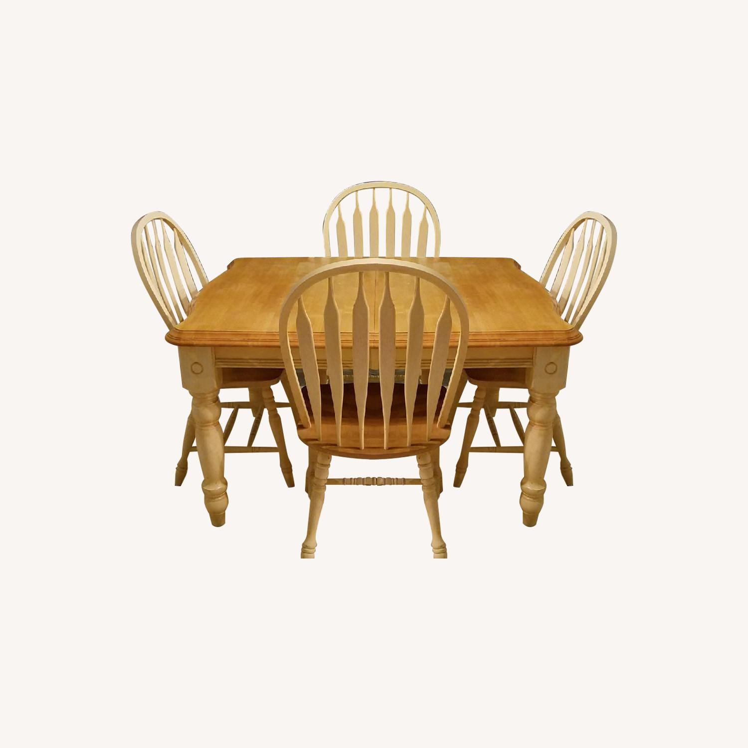 Wood Expandable Dining Table w/ 6 Chairs - image-0