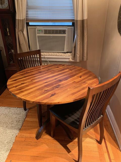 Raymour & Flanigan Double Drop-Leaf Round Table w/ 2 Chairs