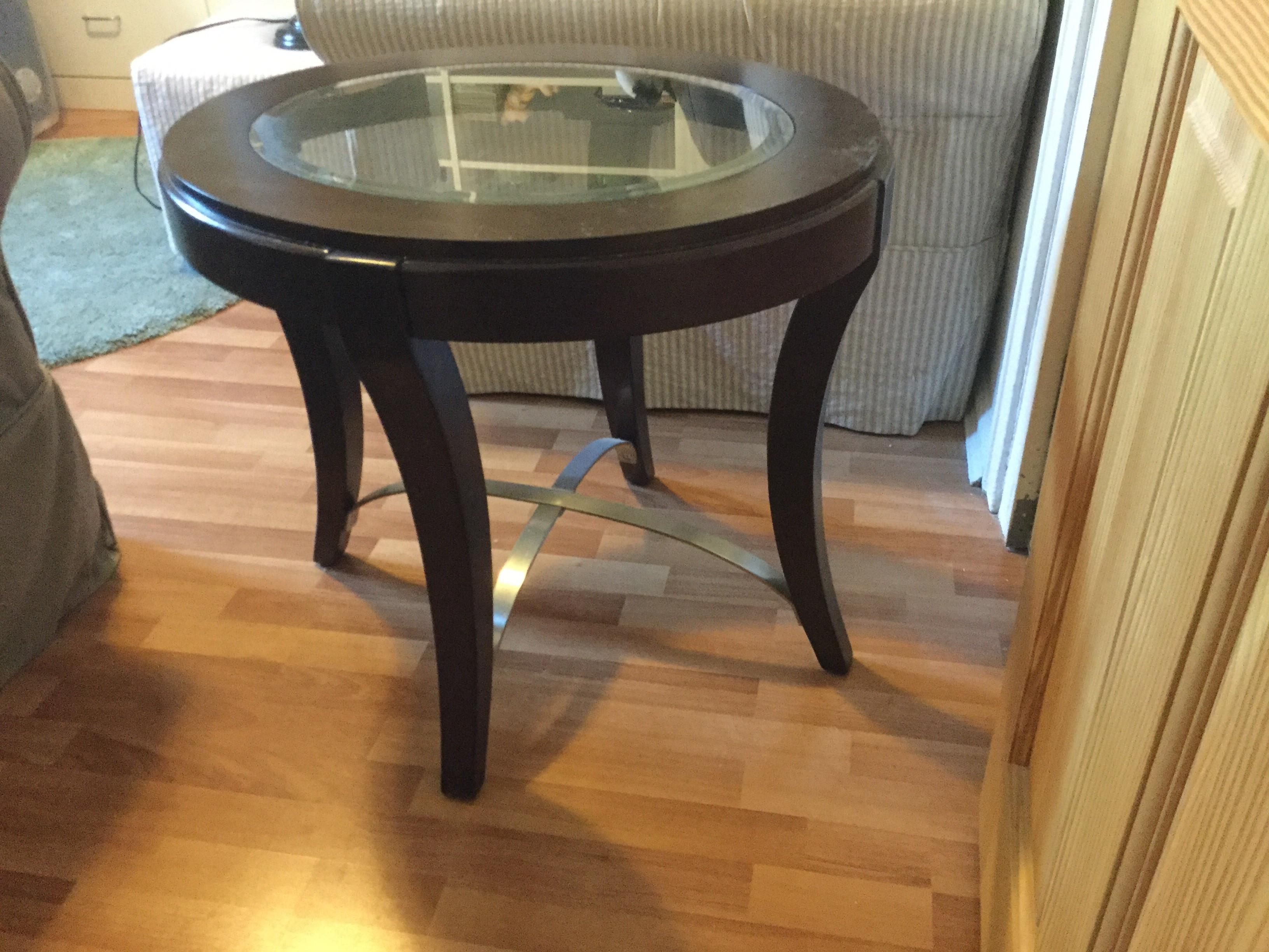 Raymour & Flanigan End Table w/ Glass Insert