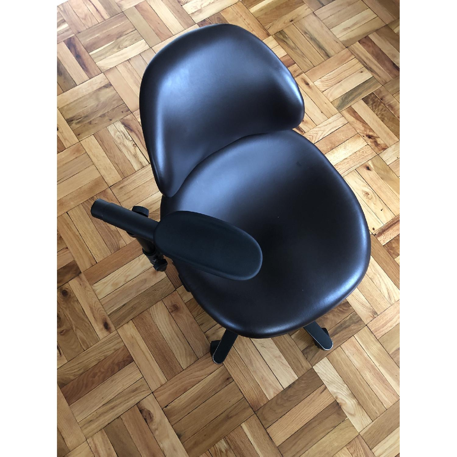 RGP Leather Single Arm Back Medical Chair - image-1