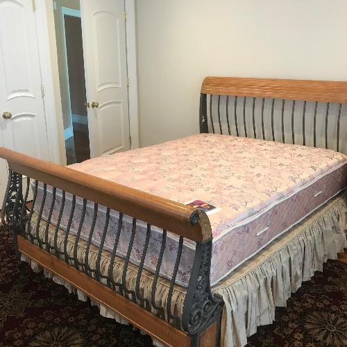 Henredon Queen Size Bed Frame