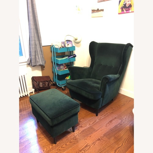 Very comfortable wing chair