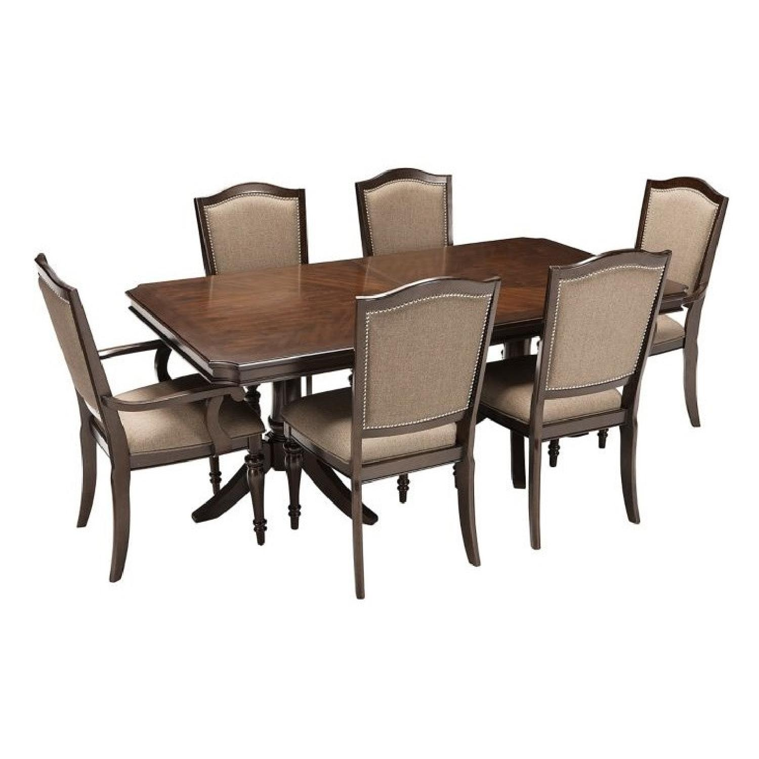 Raymour & Flanigan Bay City 7-Piece Dining Set