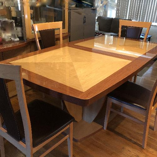 Expandable Wood Dining Table w/ 4 Chairs