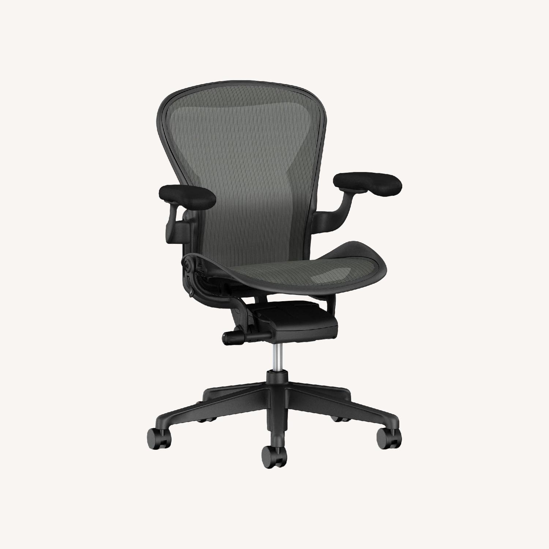 Image of: Herman Miller Aeron Vintage Circa Y2k Office Chair Aptdeco