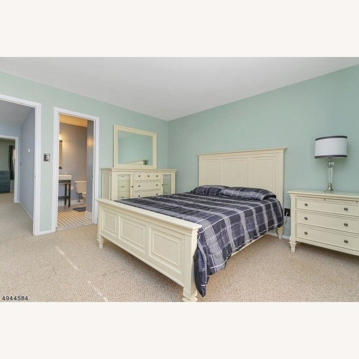 Raymour and Flanigan 4 piece bedroom set