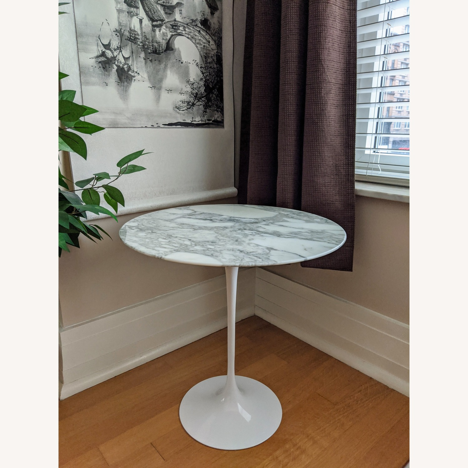 Original Knoll Saarinen Side Table with Marble top - image-1