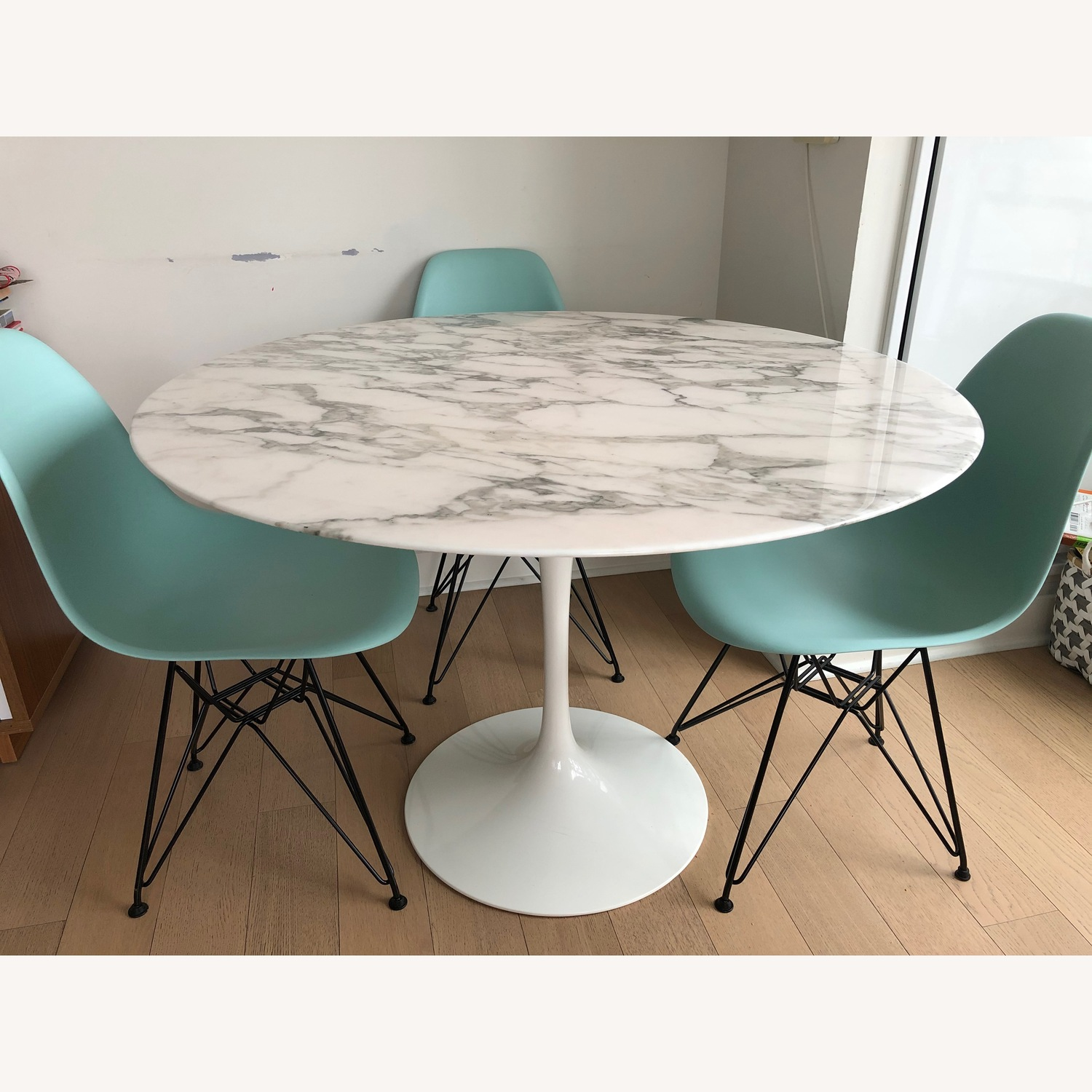 White Marble - Saarinen Round Dining Table - image-1