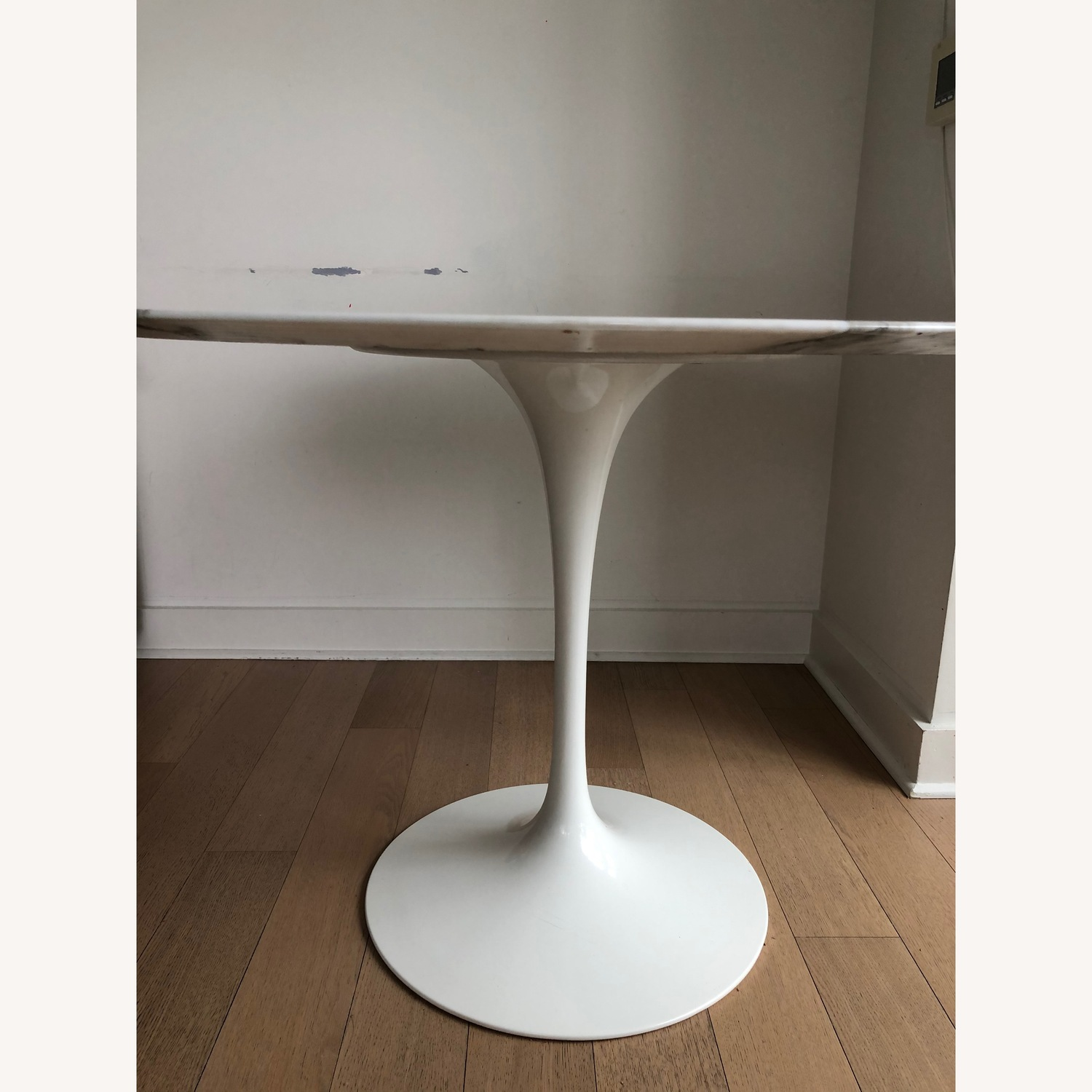 White Marble - Saarinen Round Dining Table - image-3