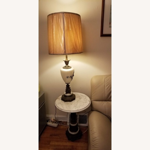 Used Vintage Living Room table and lamp set for sale on AptDeco
