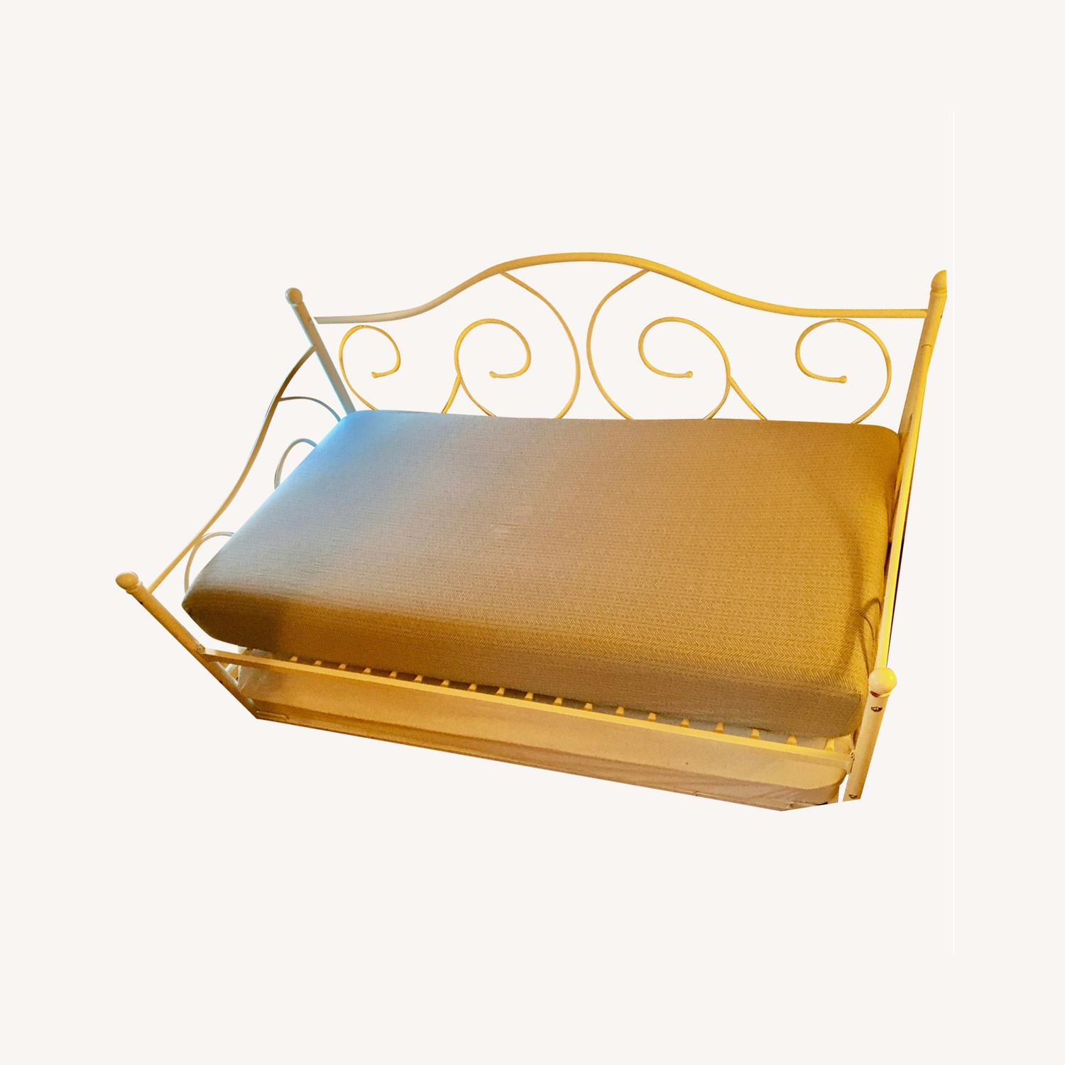 Daybed with Trundle - image-0