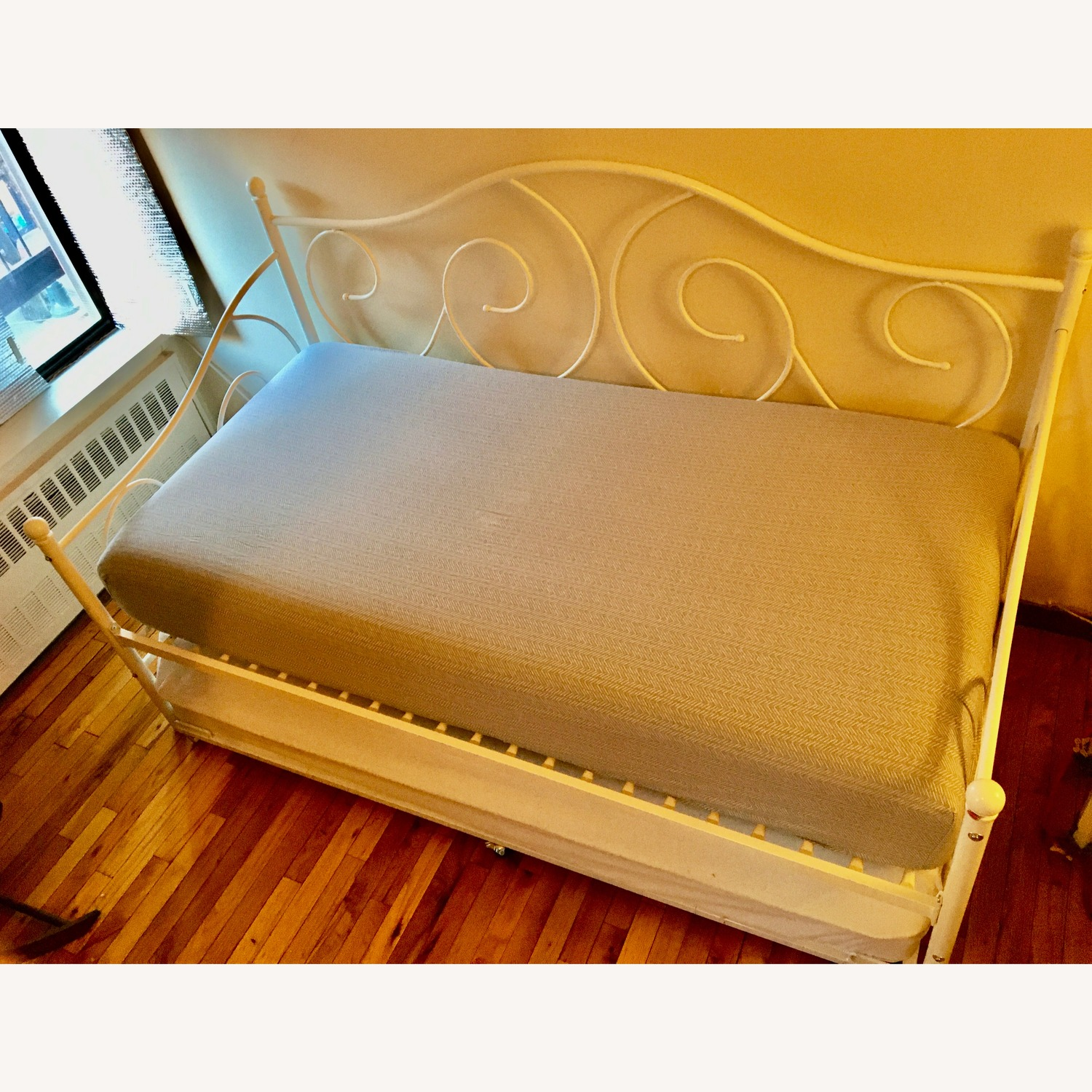 Daybed with Trundle - image-1