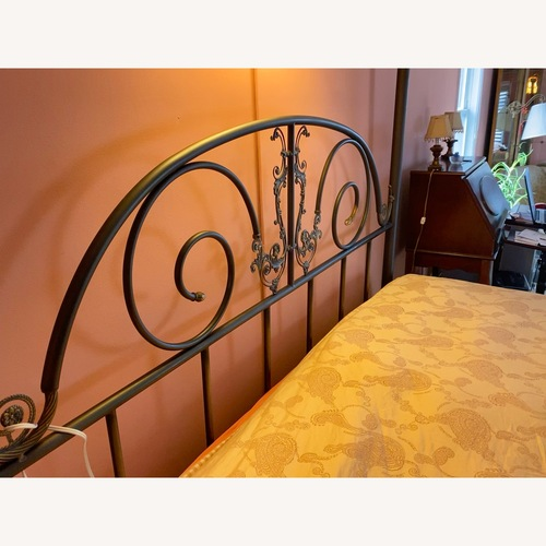 Used Metal/ Brass Post Bed for sale on AptDeco