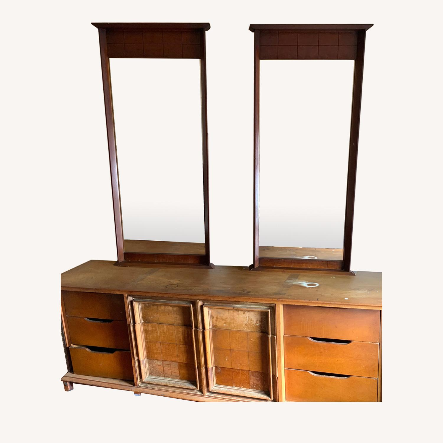 Dresser with mirrors - image-0
