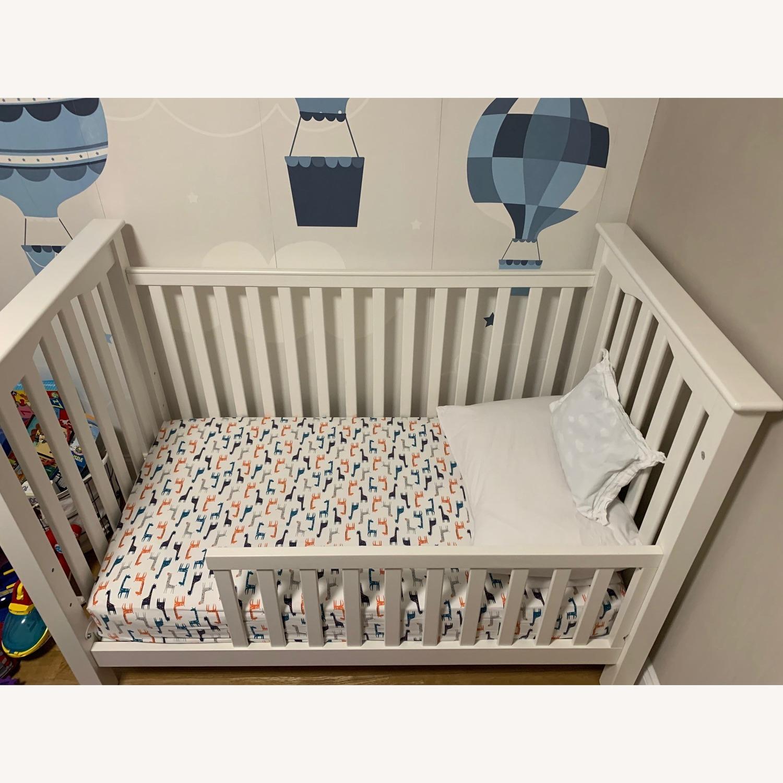 Kendall Crib with toddler convertible Kit - AptDeco