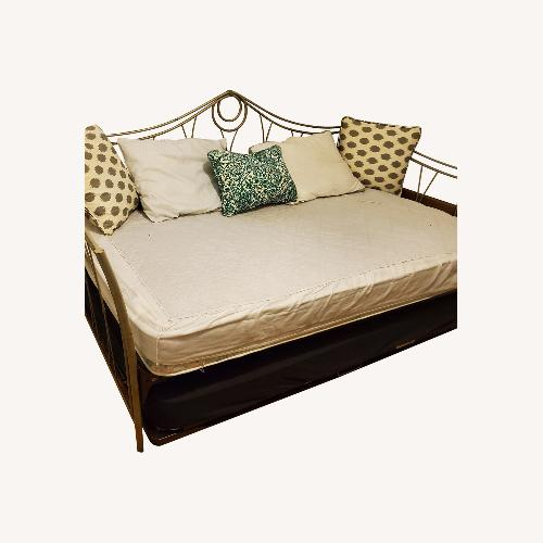 Used Metal Day Bed for sale on AptDeco