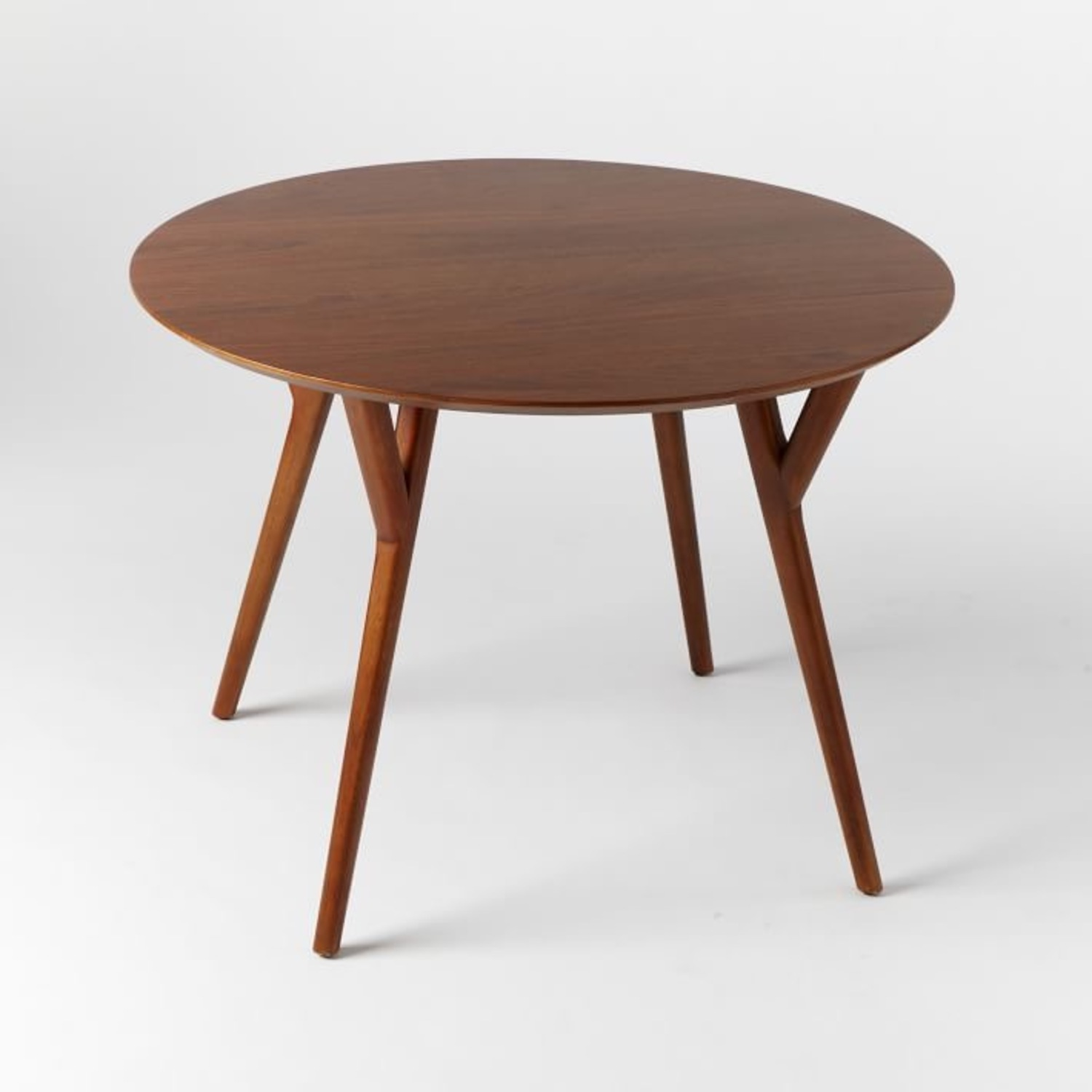 Picture of: West Elm Mid Century Round Dining Table Aptdeco