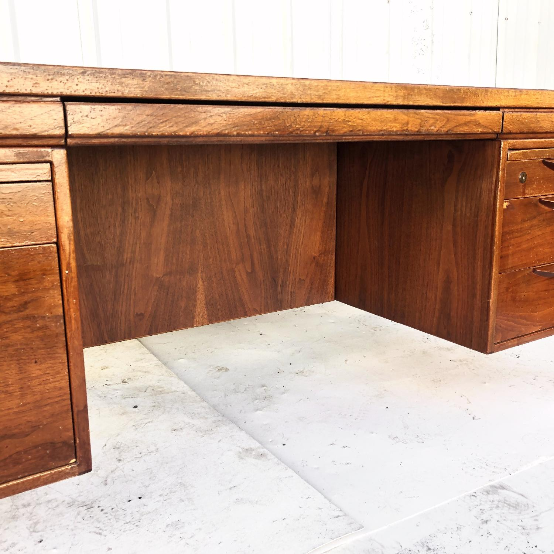 Mid-Century Desk by Jens Risom