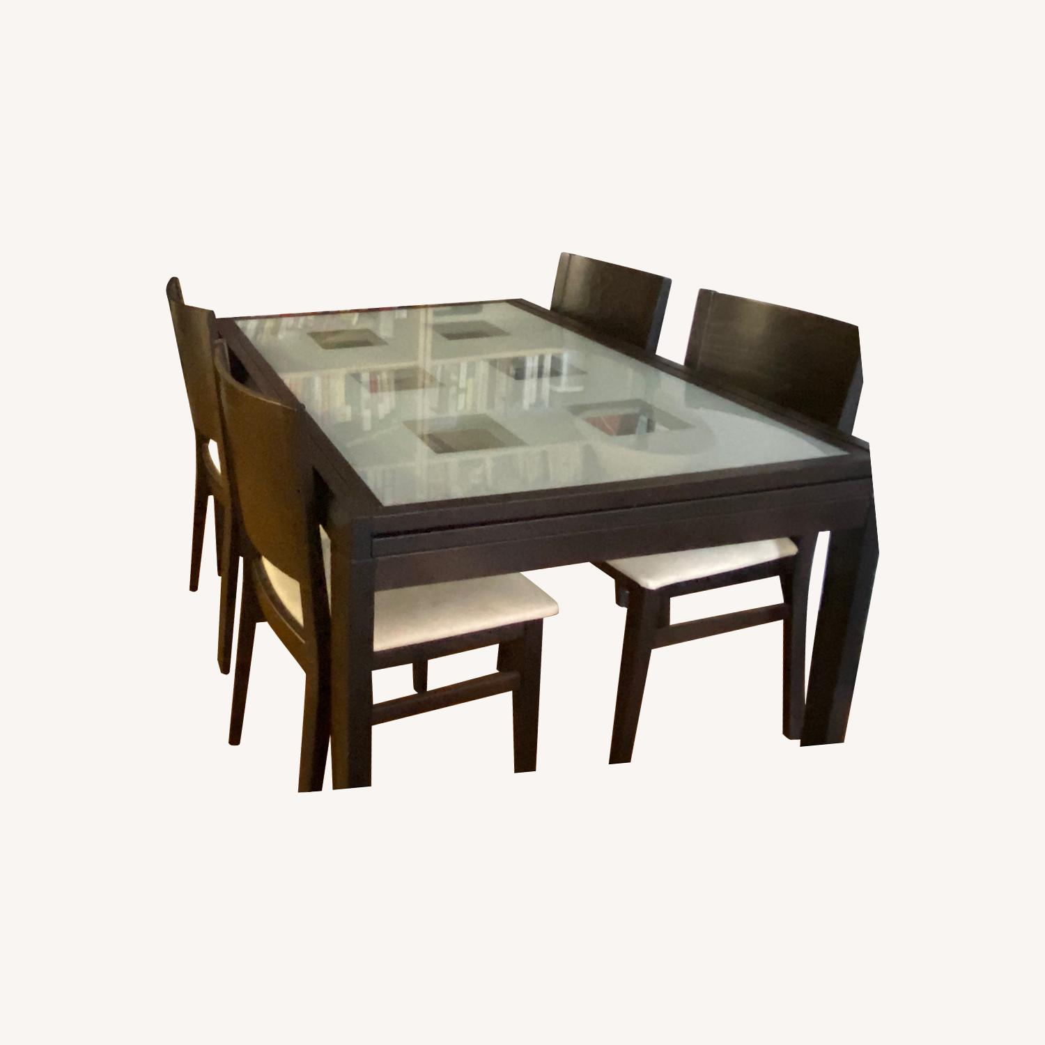 Lovely Dinning Table for four or eight