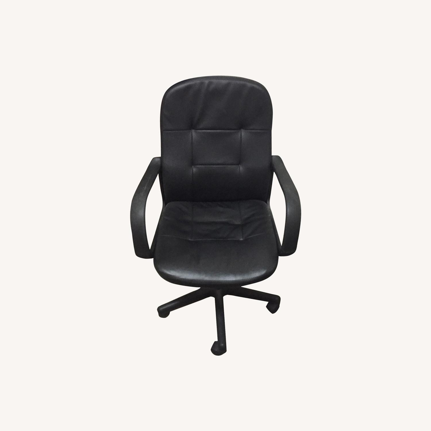 Comfortable Black Office Chair - image-0