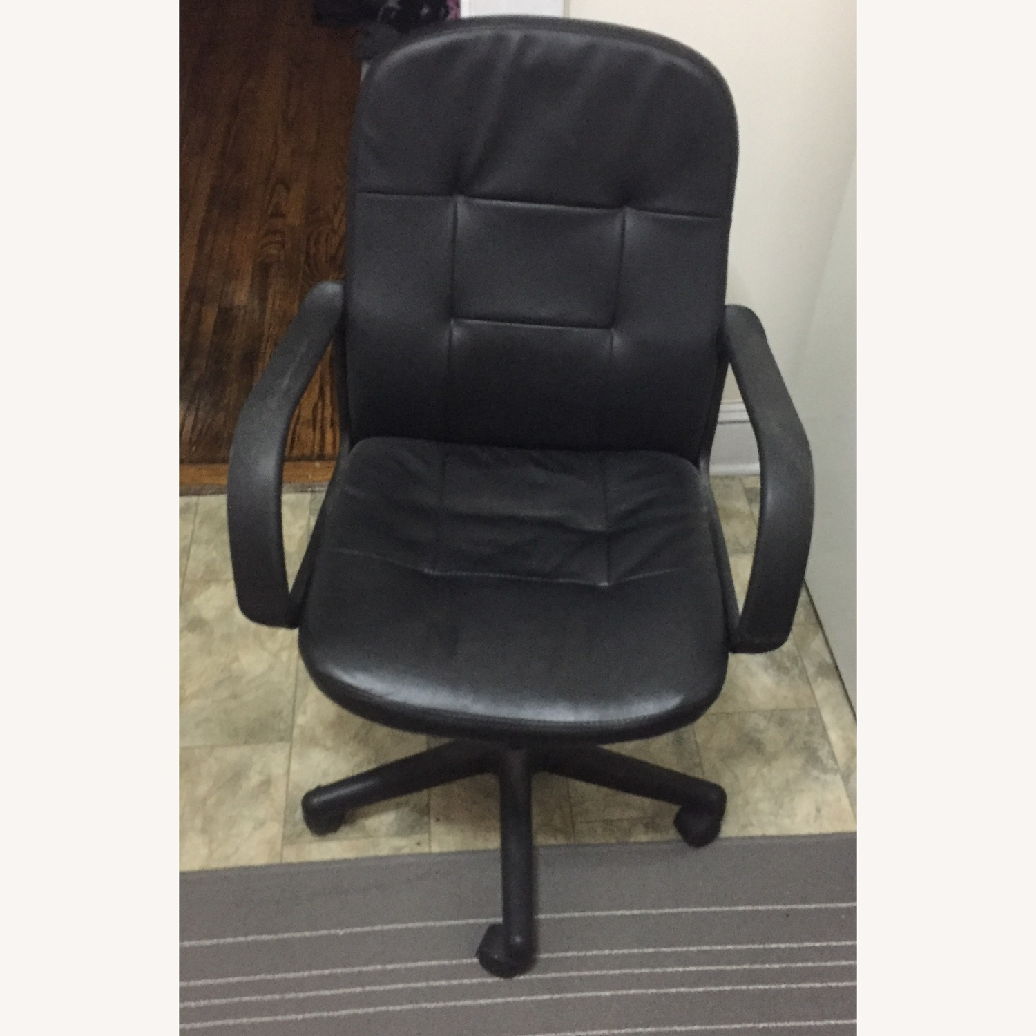 Comfortable Black Office Chair - image-1