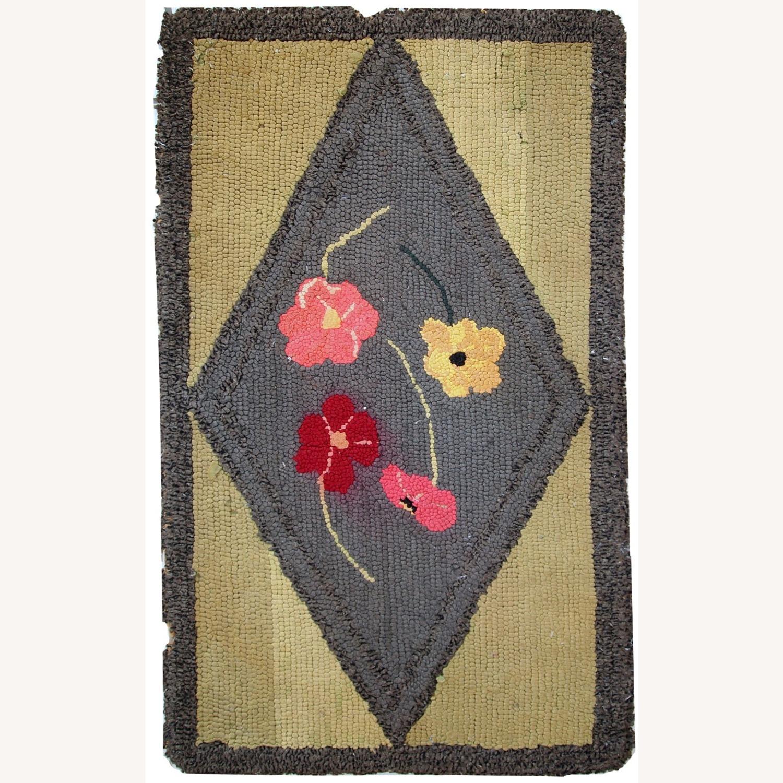 Handmade Antique American Hooked Rug - image-1