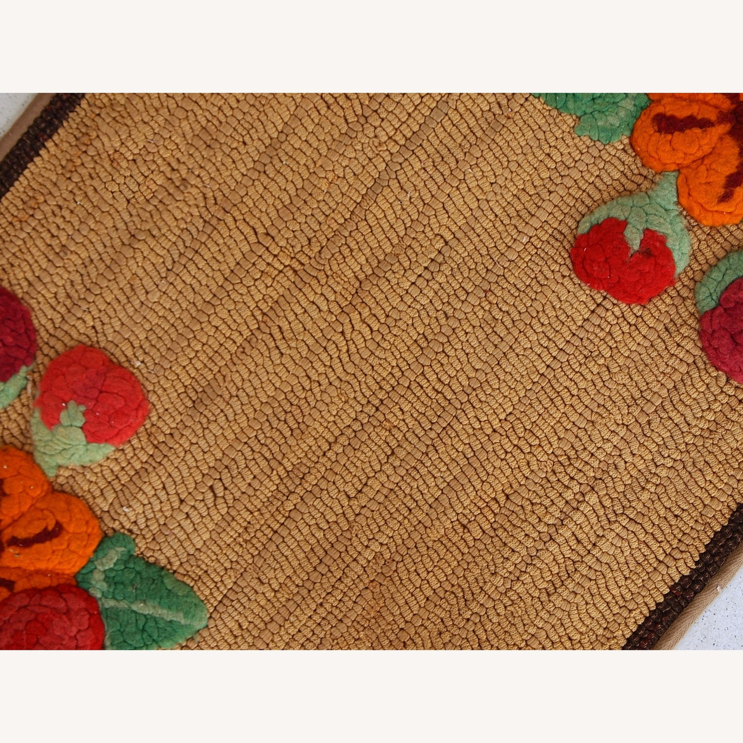 Handmade Antique American Hooked Rug - image-9