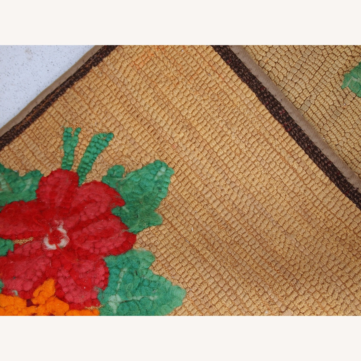 Handmade Antique American Hooked Rug - image-3