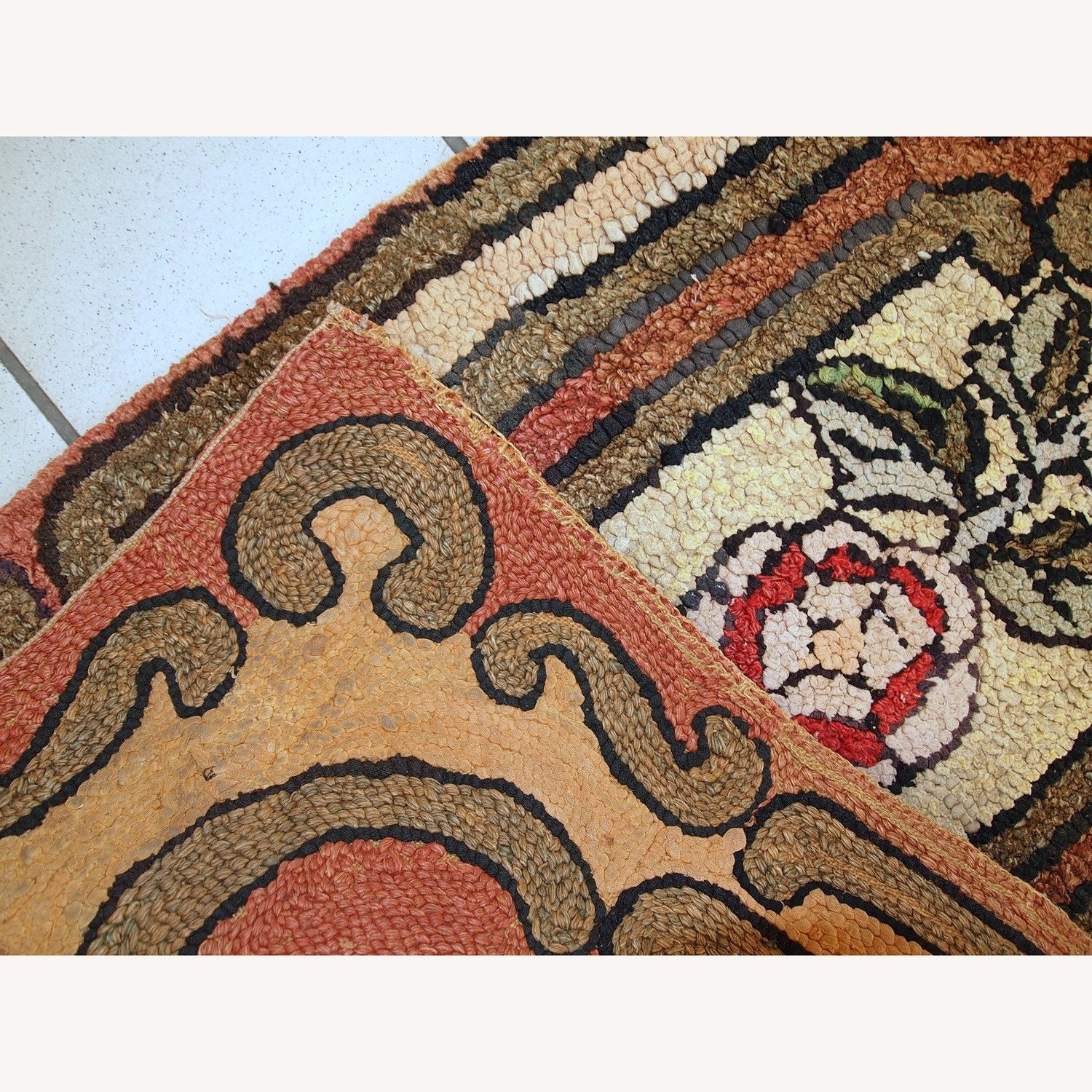 Handmade Antique American Hooked Rug - image-5