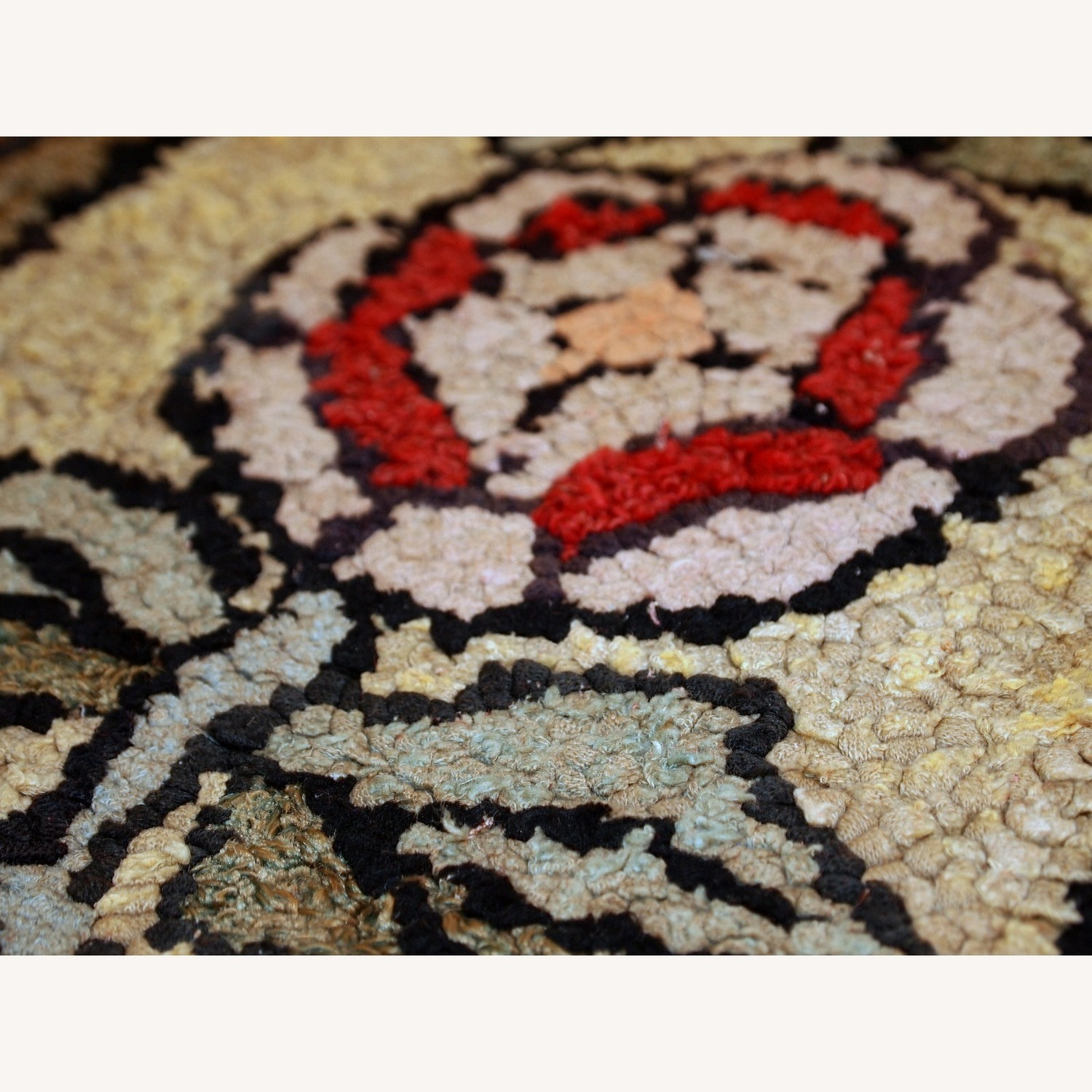 Handmade Antique American Hooked Rug - image-2
