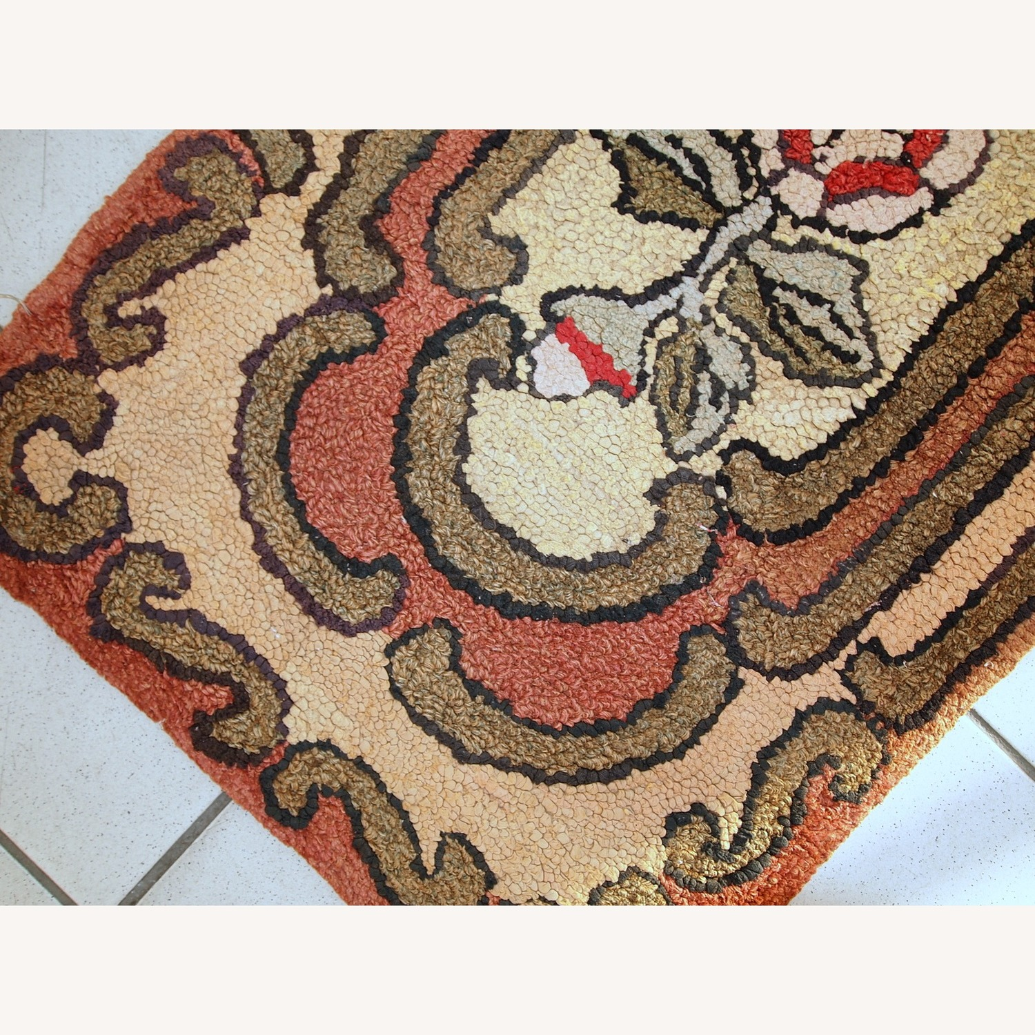 Handmade Antique American Hooked Rug - image-6