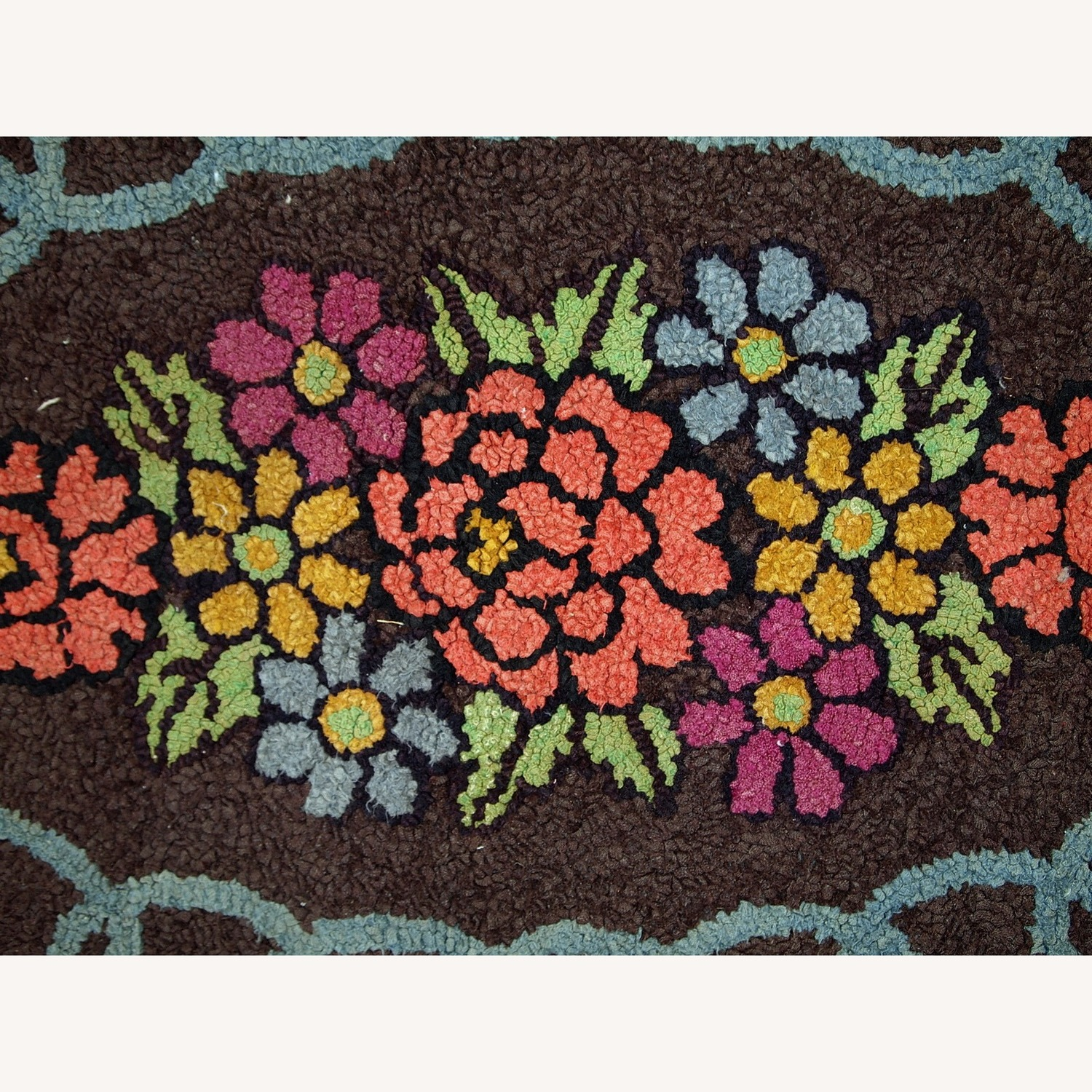 Handmade Antique American Oval Hooked Rug - image-9