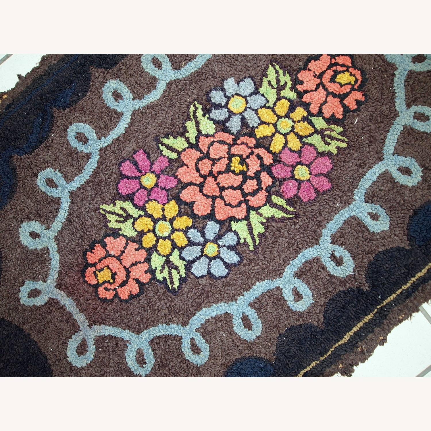 Handmade Antique American Oval Hooked Rug - image-5