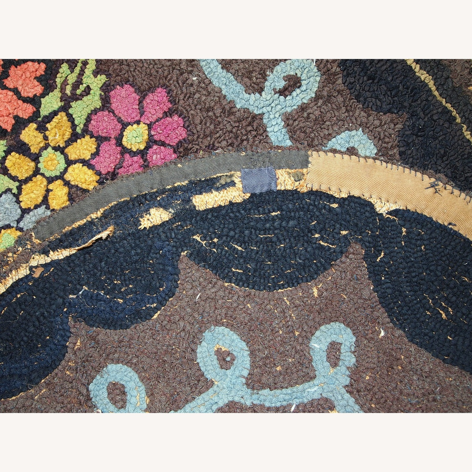 Handmade Antique American Oval Hooked Rug - image-3