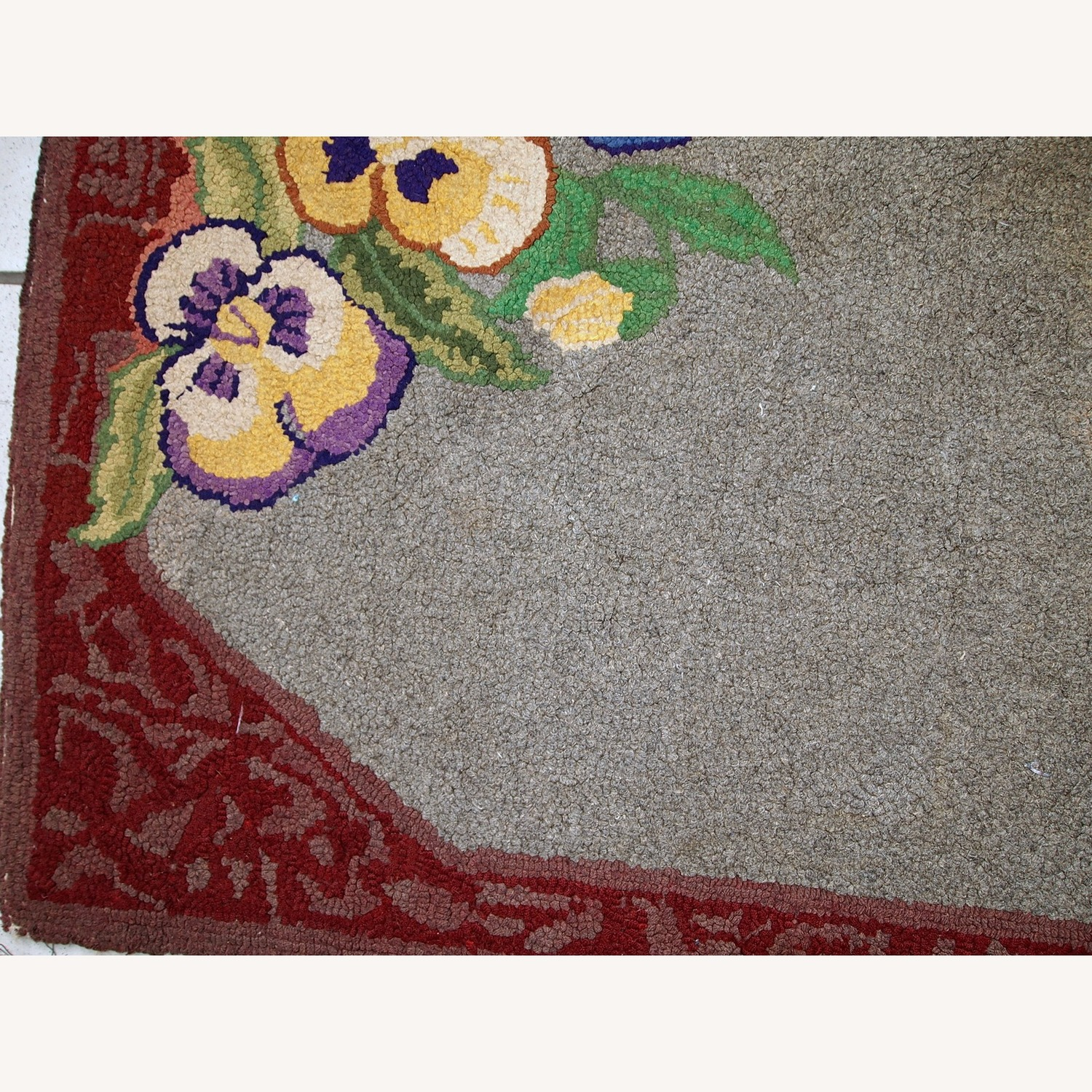 Handmade Antique American Hooked Rug - image-8