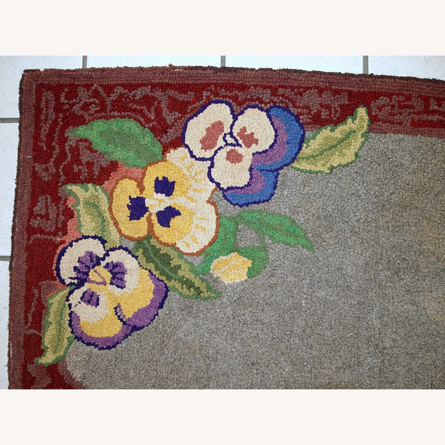 Handmade Antique American Hooked Rug - image-4