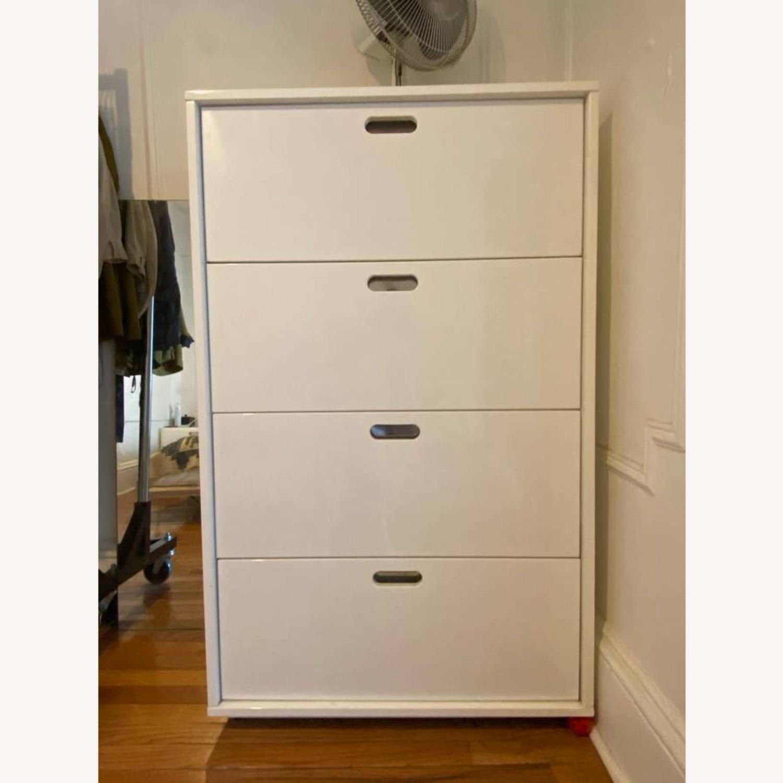 CB4 Tall Chest Dresser White Glossy