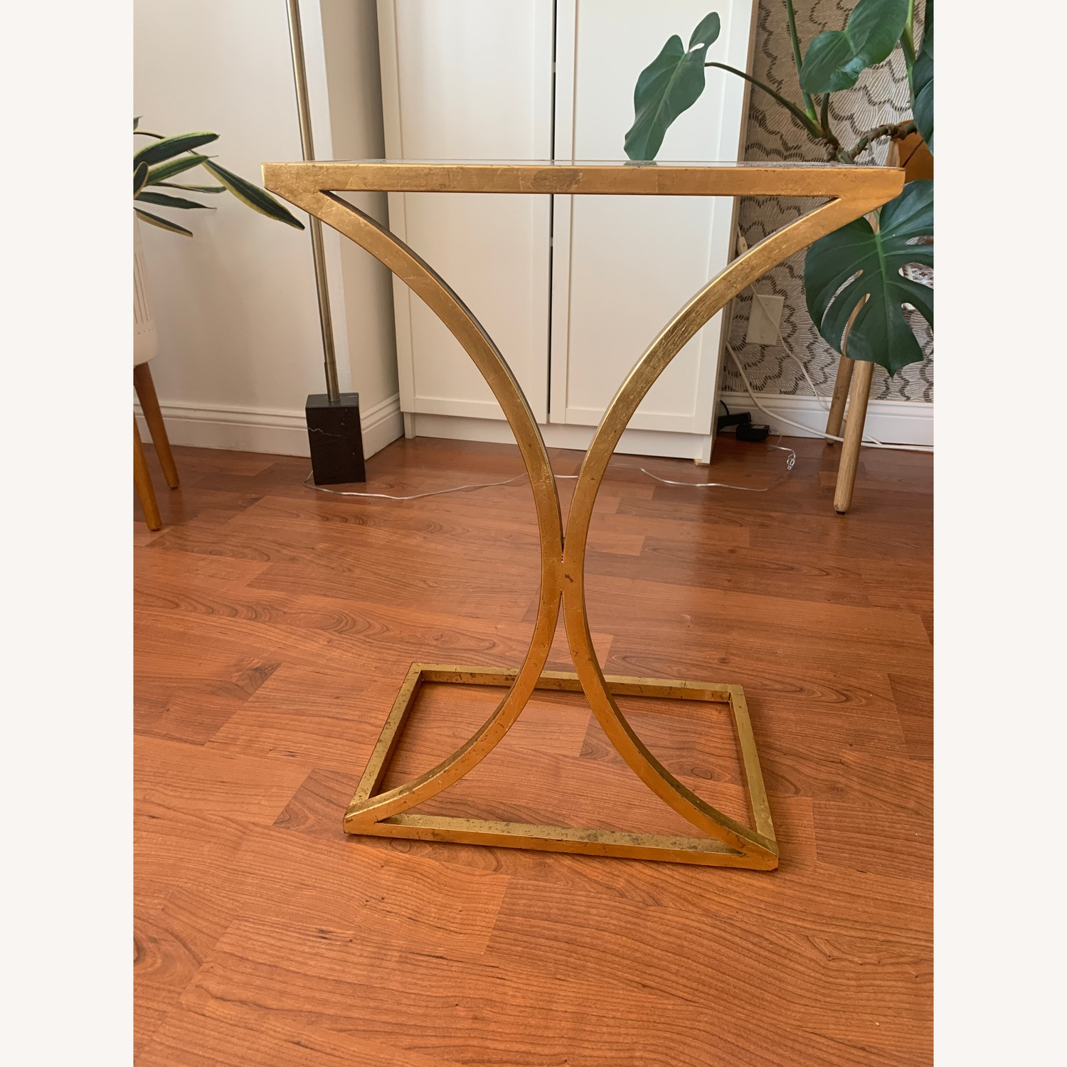 Gold Side Rnd Table with Smoky Black Mirror Top
