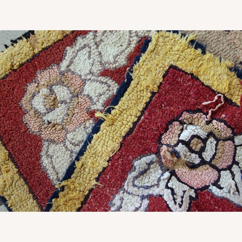 Handmade Antique American Hooked Rug - image-4