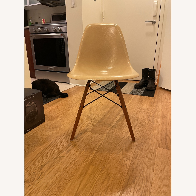 Herman Miller Eames Vintage Fiberglass Side Shell Chair - image-9