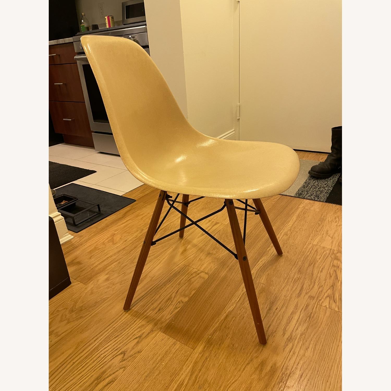 Herman Miller Eames Vintage Fiberglass Side Shell Chair - image-8