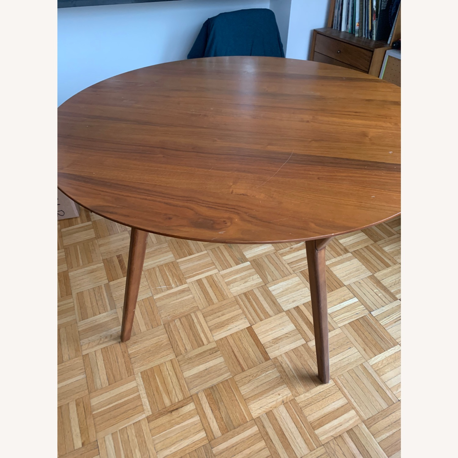 Picture of: West Elm Mid Century Rounded Dining Table Aptdeco