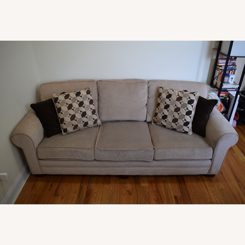 Picture of: Bob S Discount Laurel Beige Gel Queen Sleeper Sofa Aptdeco