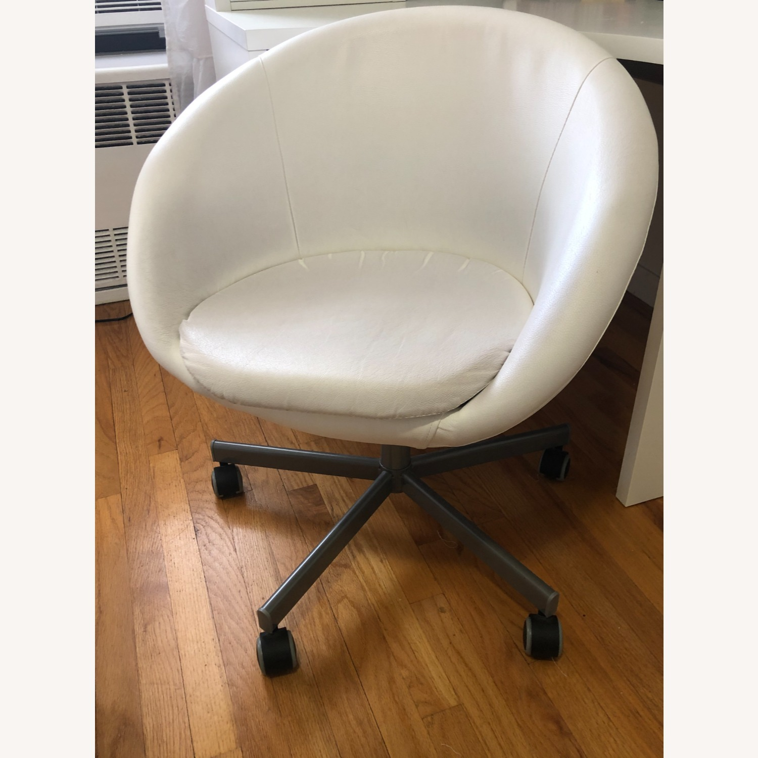 IKEA SKRUVSTA Swivel Chair - image-1