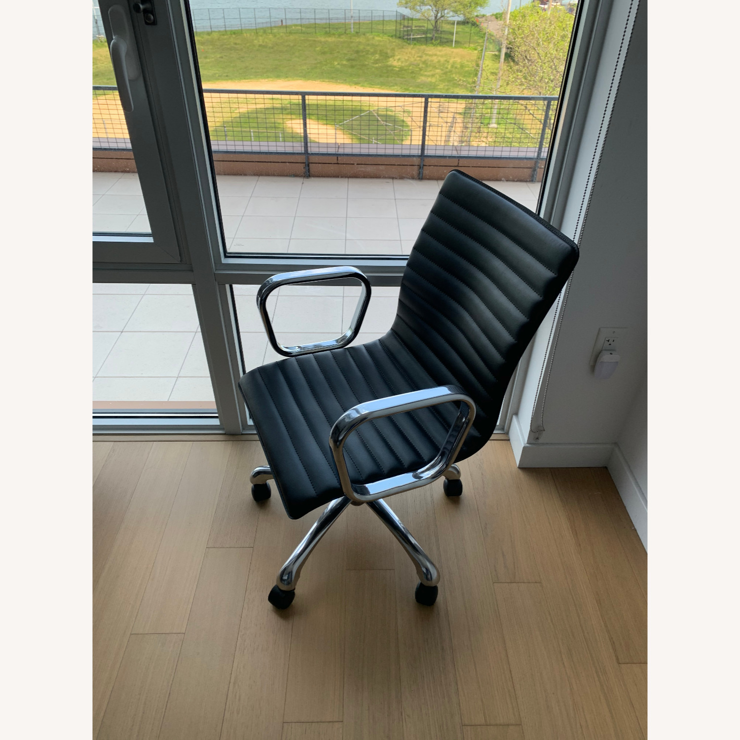 Crate Barrel Ripple Black Leather Office Chair Aptdeco