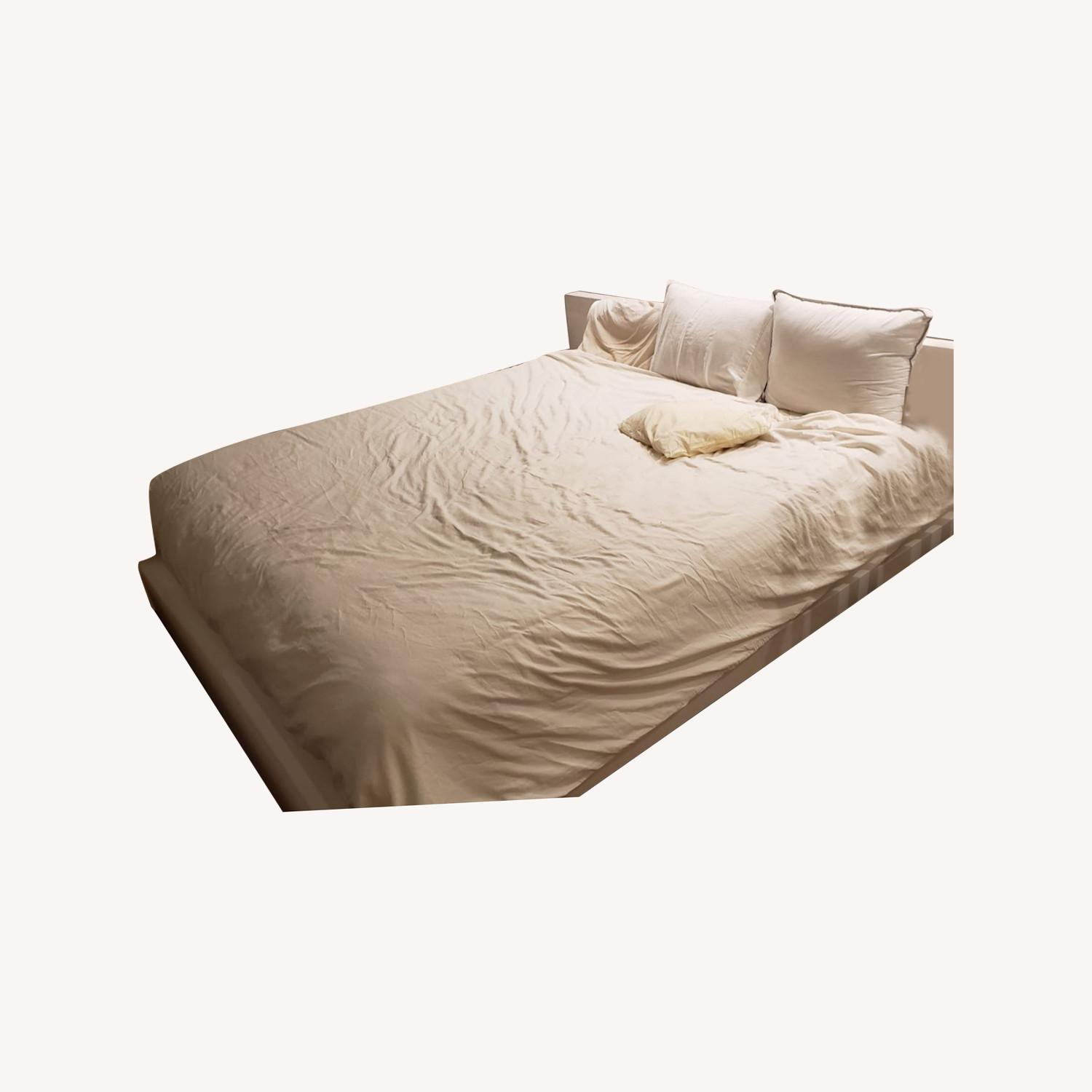 Glossy Queen Bed - image-0