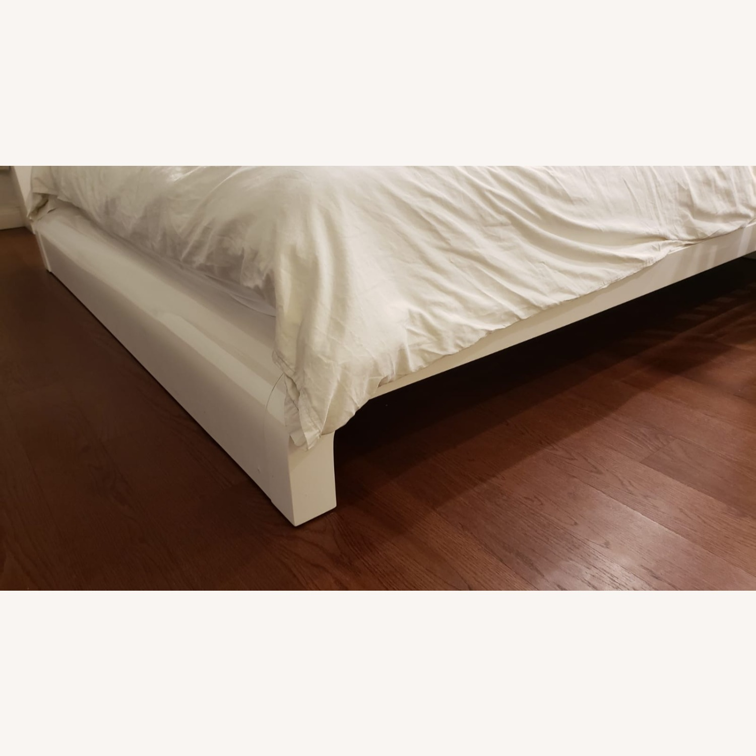 Glossy Queen Bed - image-2
